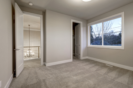 second floor: Empty room interior with grey walls paint color and grey wall to wall carpet floor. Northwest, USA Stock Photo