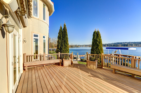 waterfront property: Sunny spacious walkout deck of luxurious Mediterranean style waterfront home overlooking picturesque view of Lake Washington. Northwest, USA Stock Photo