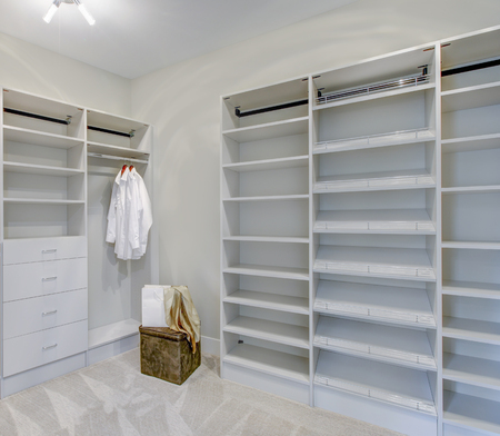 Empty walk-in closet with open shelves and grey carpet floor. Northwest, USA Stock fotó - 89827407