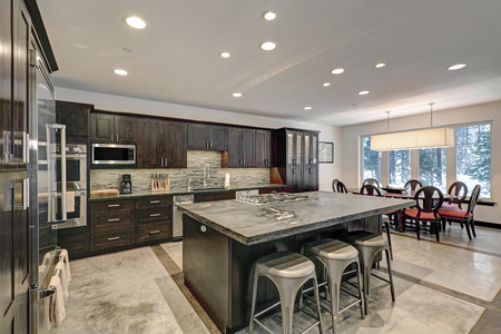 Modern Traditional American Kitchen Design In Grey Tones With ...