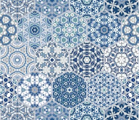 Een rijke verzameling zeshoekige keramische tegels in blauwtinten. Kleurrijke elementen in oosterse stijl. Vector illustratie. Stock Illustratie