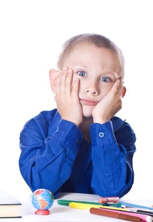 diligente: Estudiante del muchacho triste no quiere aprender las lecciones