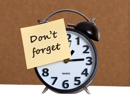 don't: Clock With Don t Forget Stiky Paper