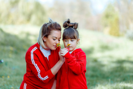 Smiling mother and little daughter on nature. Happy people outdoors 写真素材 - 123239686