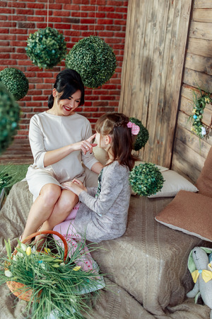 Mom and daughter play happily and have fun 写真素材 - 123278275