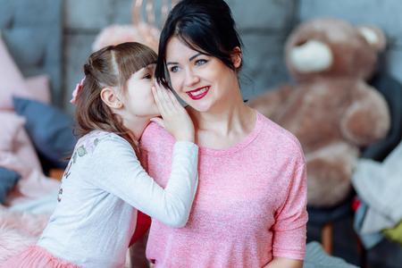 Little girl tells ear in confidence 写真素材 - 123294733