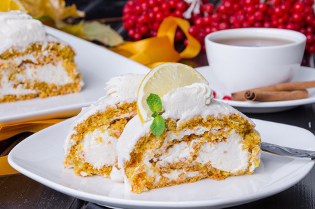 Carrot roll cake with cream cheese Imagens - 67151094