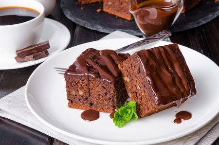 Chocolate brownie with walnuts Imagens - 67820062