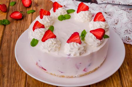 Strawberry no-bake cheesecake Imagens - 102876421