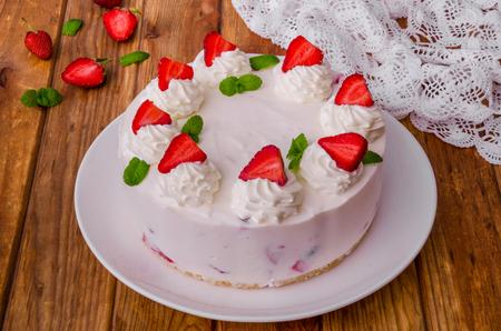 Strawberry no-bake cheesecake Imagens - 102876456