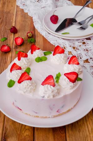 Strawberry no-bake cheesecake Imagens