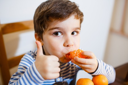 hypersensitivity: 4-years boy eat a mandarin and show up his big finger