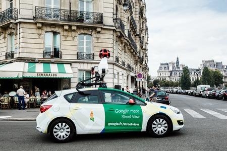 パリの路上で Google 車。2014 年 9 月 4 日 報道画像