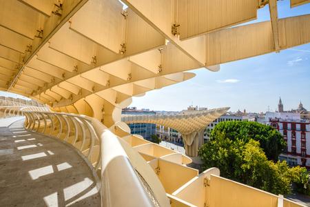 세비야, 스페인 -2010 년 9 월 10 일 : 메트로 폴 파라솔 플라자 드 라 Encarnacion, 스페인. 제이 메이어 H. 건축가, 그것은 폴리 우레탄 코팅과 결합 목재로 만든