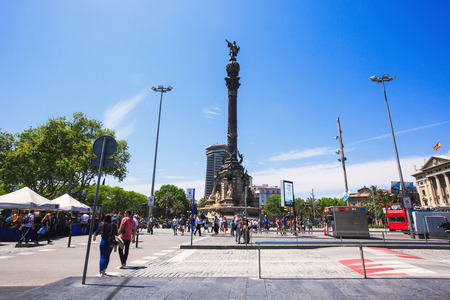 colonizer: Barcelona, Spain - May 27, 2016: Statue of Christopher Columbus on boulevard La Rambla Santa Monica