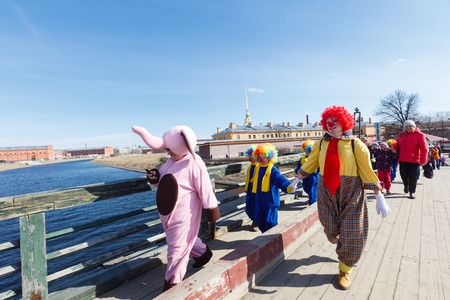 arlecchino: Saint-Petersburg, Russia - April 1, 2017: Procession of clowns on Funny festival XVI on Peter and Paul Fortress territory