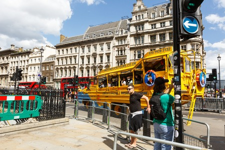 Legendary yellow Submarine stylized bus on the streets of London 報道画像