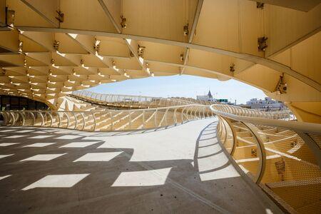 striking imagination Metropol Parasol in Plaza de la Encarnacion in Seville 에디토리얼