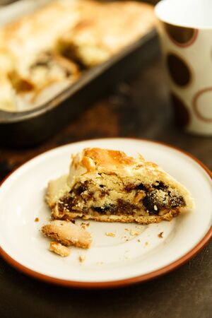 strudel with raisins and nuts