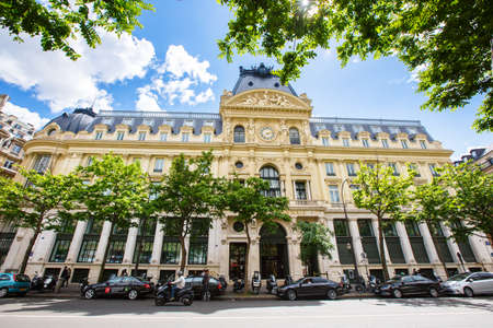 Paris, France - May 20, 2015: The Credit Lyonnais headquarters ,French bank Credit Lyonnais, now LCL, is a Haussmannian style building in the 2nd arrondissement of Paris. Known as Hotel des Italiens 報道画像