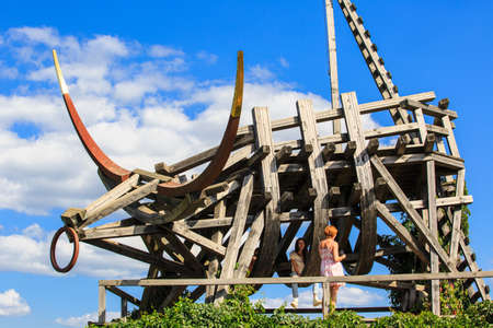 Nikola-Lenivec, Russia - August 23, 2015: People on the Wooden and steel sculpture in the Art Park Archstoyanie, Nikola Lenivets National park, Kaluga Region, Art-objects The Gold Plated Bull 報道画像