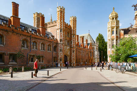 Cambridge, United Kingdom, July 23, 2019: Great Gate of St Johns college and Old Divinity School, lively evening street 報道画像