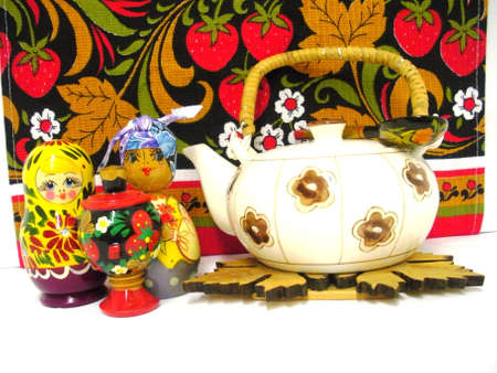 russian nesting dolls: Tea-pot with Russian nesting dolls and samovar