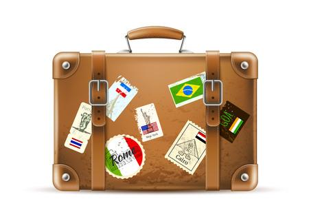 Bolsa de viaje vintage realista con banderas de países de Italia, Francia, Brasil, sellos. Maleta de cuero de vector para vacaciones de verano. Equipaje de viaje y turismo Voyage, maletín de viaje de crucero marrón.