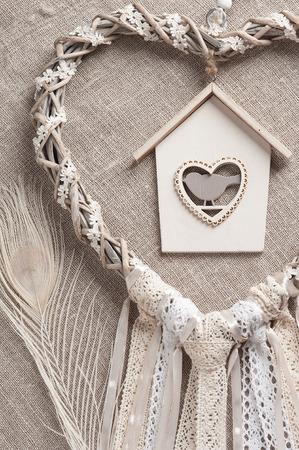 Atrapasueños En Forma De Corazón Con Plumas De Pavo Real Beige En El