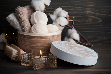 Spa products with golden candle and cotton flowers Stockfoto