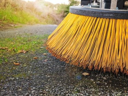 Bürsten der Reinigung der Straßenmaschine in der Straße.