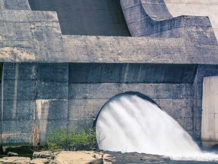 Dam and turbines of a hydroelectric power station with falling water flows Фото со стока - 114331560