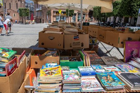 July 29, 2019, Albi, France. : Sale of old books at the garage also known as yard , tag , moving sale 에디토리얼