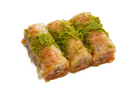 Turkse baklava met pistache noten op een witte achtergrond Stockfoto