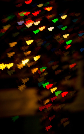 figured bokeh in form of Christmas tree with blur on dark background Standard-Bild - 97732000