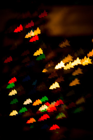 figured bokeh in form of Christmas tree with blur on dark background Standard-Bild - 97732003