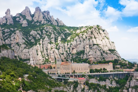 Monastère de Montserrat. Santa Maria de Montserrat est une abbaye bénédictine située sur la montagne de Montserrat, Monistrol de Montserrat, Catalogne, Espagne