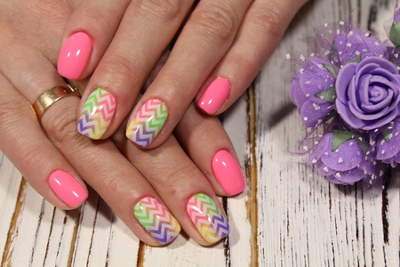 fashionable pink manicure with a design of flowers and pearls