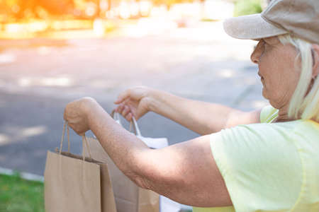 Female courier delivers groceries. Fresh food delivery concept Imagens
