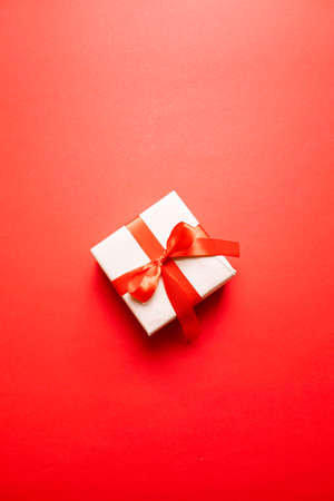 Valentines day greeting card with red gift box and ribbon bow decorated on a red background 版權商用圖片