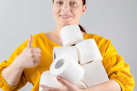 Woman buying many rolls of toilet paper due to the spread of coronavirus infection Zdjęcie Seryjne