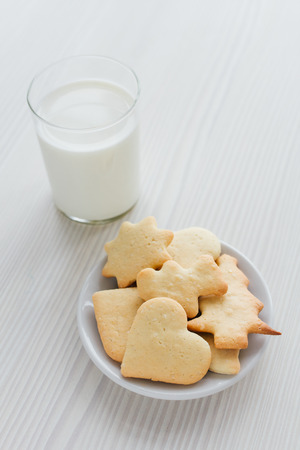 Freshly baked homemade cookies and a glass of milk on white wooden table. Selective focus. Zdjęcie Seryjne