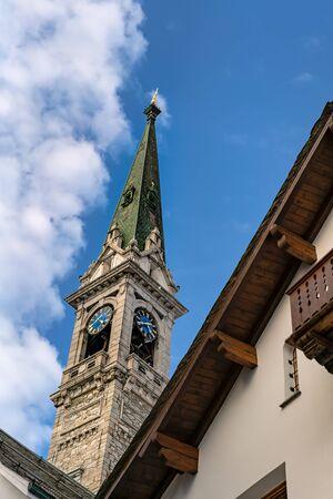 Kapelle im Skigebiet in St. Moritz Standard-Bild