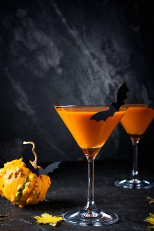 Halloween orange drink with  bats on dark background, spooky Zdjęcie Seryjne
