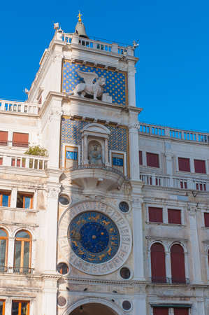 esoterismo: Reloj astronómico en la plaza de San Marco, Venecia, Italia