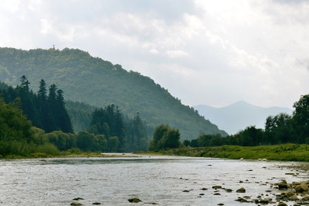Rocky mountain river on the background of a mountains and sky 免版税图像