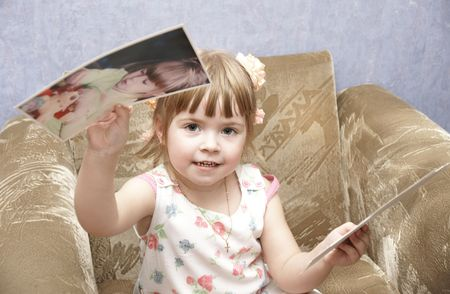 photographies: beautiful child considers their own photographies