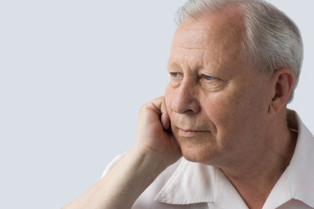 yeux tristes: portrait d'une personne �g�e Banque d'images