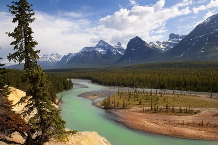 the river flowing at the foot of the Canadian Rockies Stock Photo - 12534381