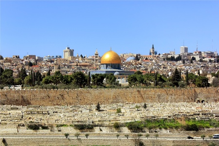 view of the golden dome of Al Aqsa Mosque, the old cemetery, the walls of old Jerusalem Stock Photo - 12768128